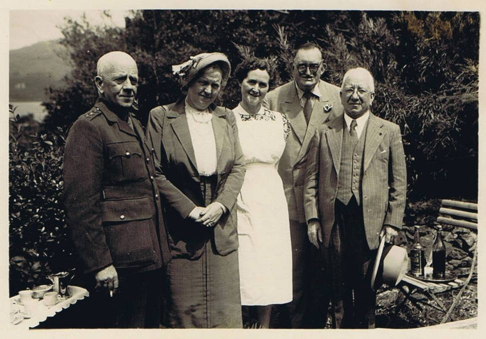 President Sean T. O'Kelly with a party visiting in 1940s.
